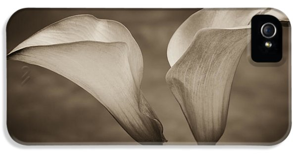 IPhone 5s Case featuring the photograph Calla Lilies In Sepia by Sebastian Musial