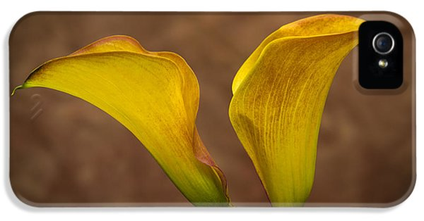 IPhone 5s Case featuring the photograph Calla Lilies by Sebastian Musial
