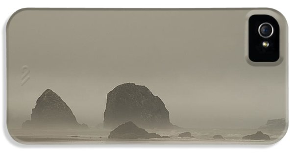 IPhone 5s Case featuring the photograph Cannon Beach In A Fog Oregon by Yulia Kazansky