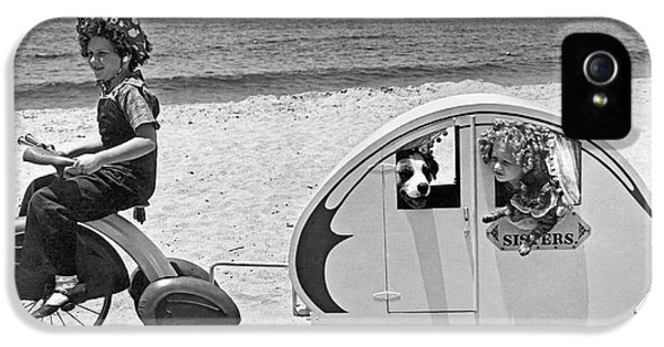 Venice Beach iPhone 5s Case - Children Beach Tour by Underwood Archives