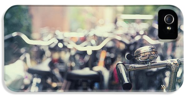 Bicycle iPhone 5s Case - City Of Bikes by Jane Rix