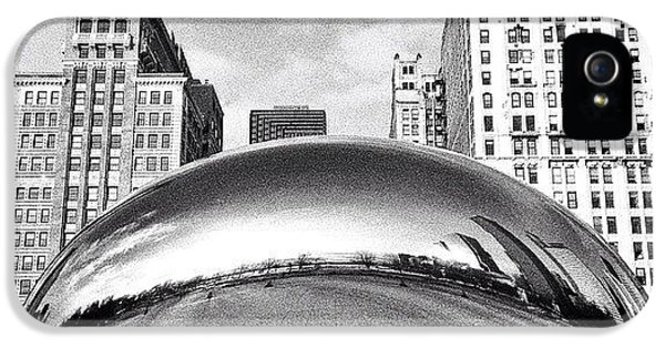 Architecture iPhone 5s Case - Chicago Bean Cloud Gate Photo by Paul Velgos
