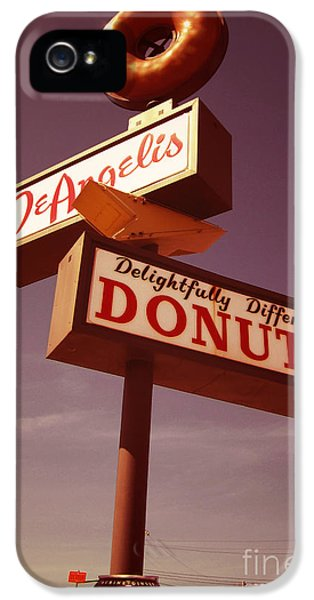 Beaver iPhone 5s Case - Deangelis Donuts by Jim Zahniser