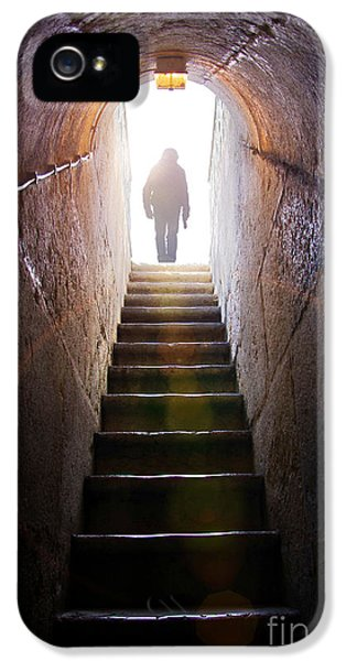 Dungeon iPhone 5s Case - Dungeon Exit by Carlos Caetano
