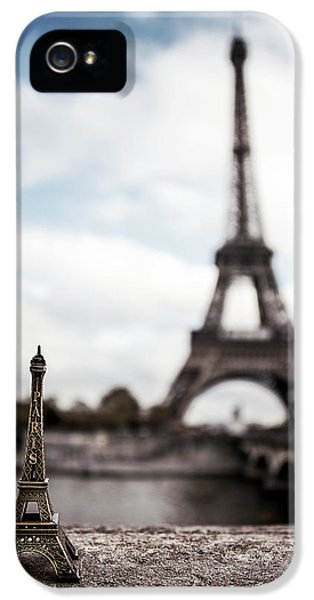 Eiffel Trinket IPhone 5s Case by Ryan Wyckoff