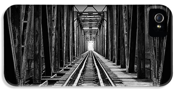 Train iPhone 5s Case - Emptiness by Catalin Alexandru