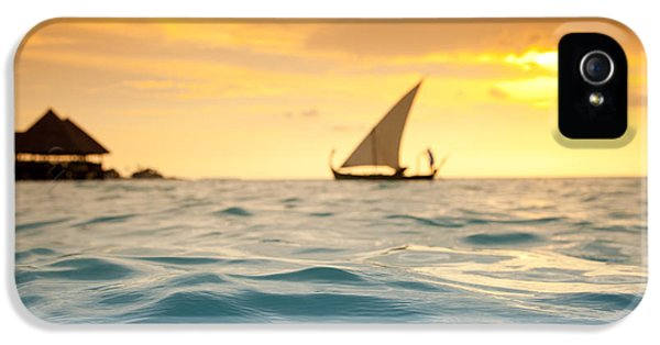Water Ocean iPhone 5s Case - Golden Dhoni Sunset by Sean Davey
