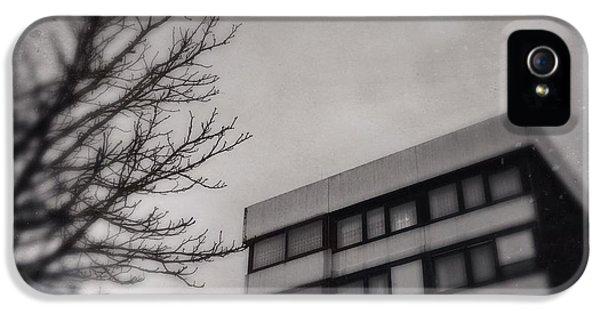 House iPhone 5s Case - Grey Urban Architecture by Matthias Hauser