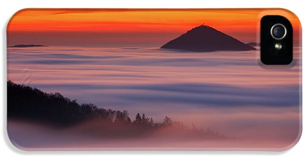 Flow iPhone 5s Case - Islands In The Clouds by Martin Rak