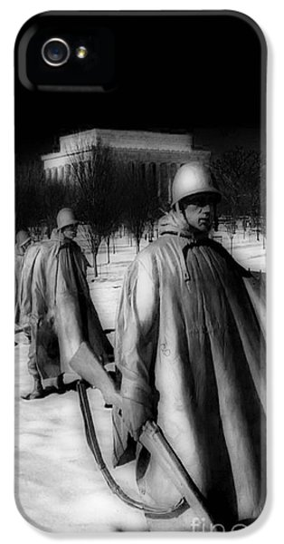 Whitehouse iPhone 5s Case - Korean Memorial by Skip Willits