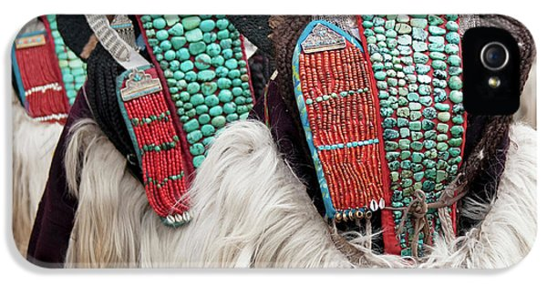 Yak iPhone 5s Case - Ladakh, India Married Ladakhi Women by Jaina Mishra