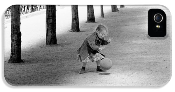 IPhone 5s Case featuring the photograph Little Girl With Ball Paris by Dave Beckerman