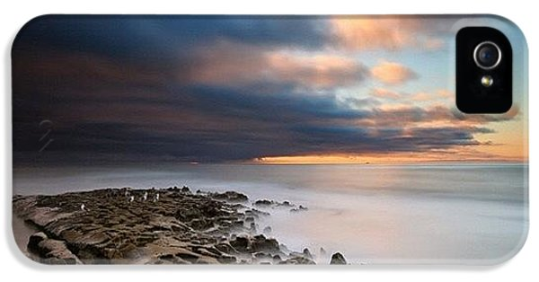 iPhone 5s Case - Long Exposure Sunset Of An Incoming by Larry Marshall