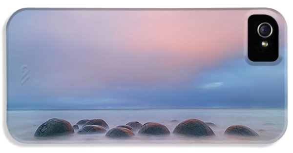 Pastel Colors iPhone 5s Case - Moeraki Boulders by Hua Zhu