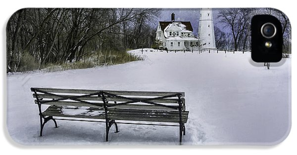 Lake Michigan iPhone 5s Case - North Point Lighthouse And Bench by Scott Norris