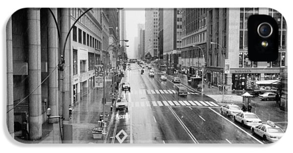 IPhone 5s Case featuring the photograph Pershing View 42nd Street Nyc by Dave Beckerman