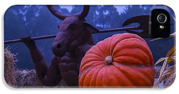 Minotaur iPhone 5s Case - Pumpkin And Minotaur by Garry Gay