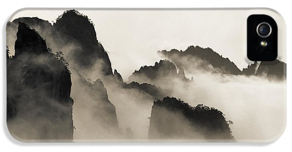 Mountain iPhone 5s Case - Sea Of Clouds by King Wu