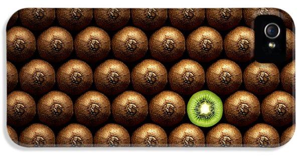 Sliced Kiwi Between Group IPhone 5s Case by Johan Swanepoel