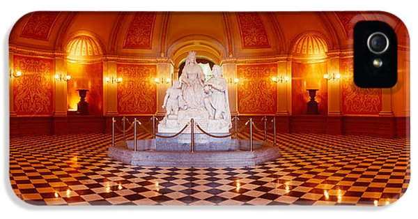 Statue Surrounded By A Railing IPhone 5s Case by Panoramic Images