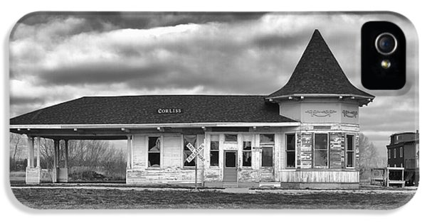 IPhone 5s Case featuring the photograph Sturtevant Old Hiawatha Depot by Ricky L Jones