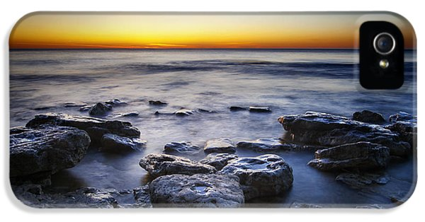 Lake Michigan iPhone 5s Case - Sunrise At Cave Point by Scott Norris