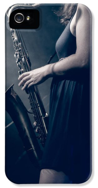 Saxophone iPhone 5s Case - The Saxophonist Sounds In The Night by Bob Orsillo