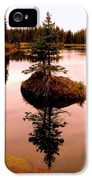 IPhone 5s Case featuring the photograph Tiny Island by Karen Shackles