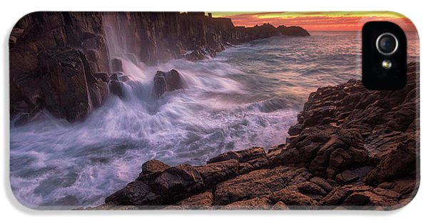 Flow iPhone 5s Case - Wall By The Sea by Joshua Zhang