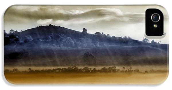 iPhone 5s Case - Whisps Of Velvet Rains... by Holly Kempe