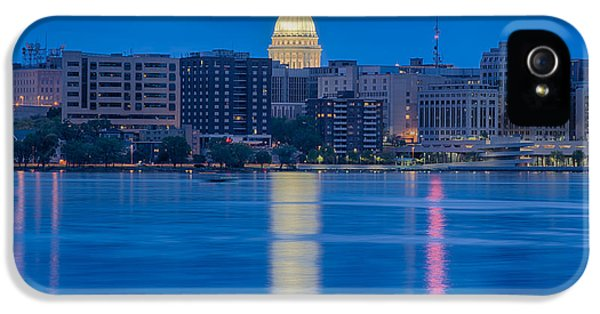 IPhone 5s Case featuring the photograph Wisconsin Capitol Reflection by Sebastian Musial