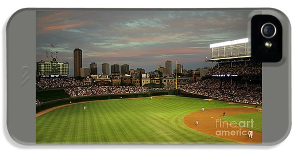 Chicago Cubs iPhone 5s Case - Wrigley Field At Dusk by John Gaffen
