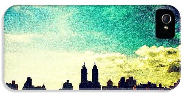 Amazing iPhone 5s Case - A Paintbrush Sky Over Nyc by Luke Kingma