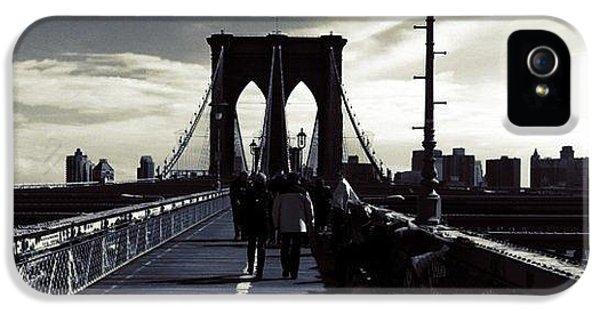 City iPhone 5s Case - Afternoon On The Brooklyn Bridge by Luke Kingma