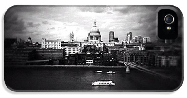 London iPhone 5s Case - Back In London by Ritchie Garrod