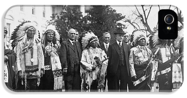 Whitehouse iPhone 5s Case - Coolidge With Native Americans by Photo Researchers