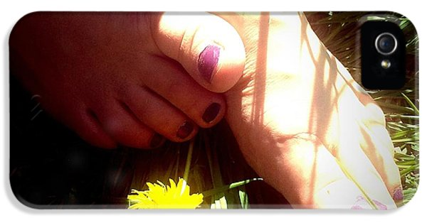 Bright iPhone 5s Case - Feet In Grass - Summer Meadow by Matthias Hauser