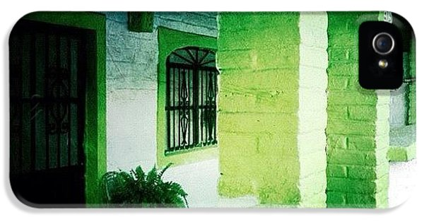 Colorful iPhone 5s Case - Lime Green & White House (puerto by Natasha Marco