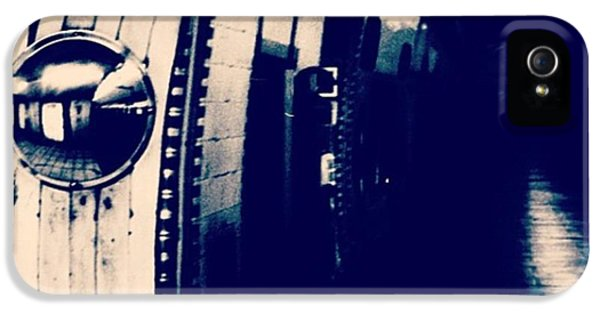 London iPhone 5s Case - #london #londonpop #underground #bnw by Ritchie Garrod