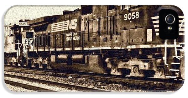Edit iPhone 5s Case - Monochrome Rail by Mari Posa