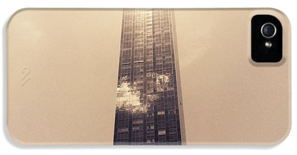 Light iPhone 5s Case - New York City Glimmers And Reflections by Vivienne Gucwa