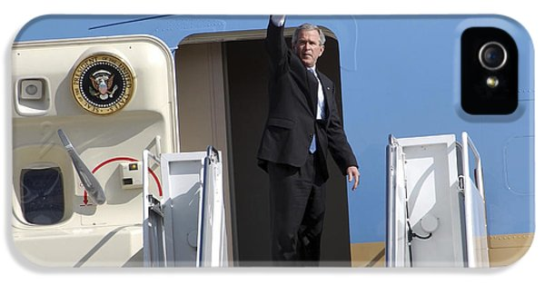 George Bush iPhone 5s Case - President George Bush Waves Good-bye by Stocktrek Images
