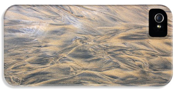 IPhone 5s Case featuring the photograph Sand Patterns by Nareeta Martin