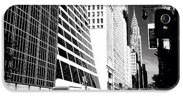 Classic iPhone 5s Case - The Chrysler Building In New York City by Vivienne Gucwa