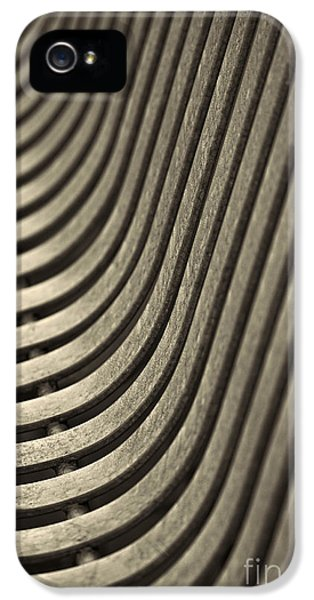 IPhone 5s Case featuring the photograph Upward Curve. by Clare Bambers