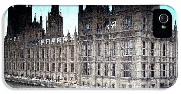 Follow iPhone 5s Case - Westminster, London 2012 | #london by Abdelrahman Alawwad