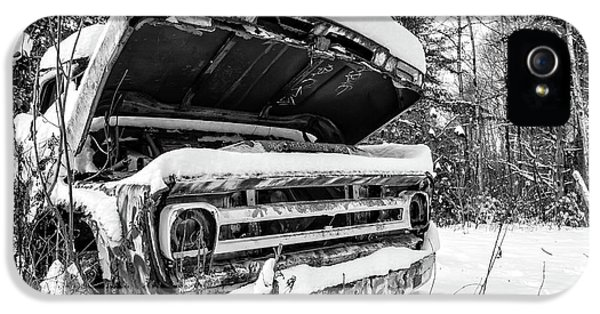 iPhone 5s Case - Old Abandoned Pickup Truck In The Snow by Edward Fielding