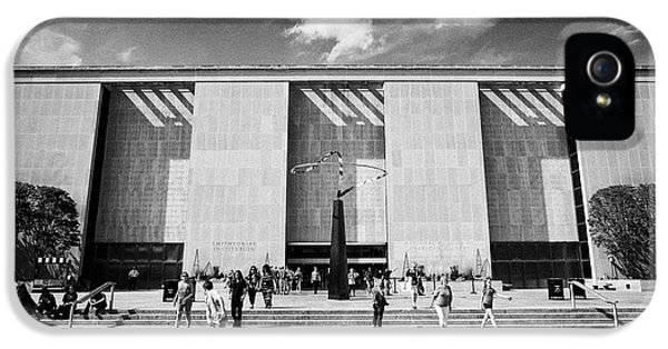 Smithsonian Museum iPhone 5s Case - smithsonian national museum of american history building Washington DC USA by Joe Fox