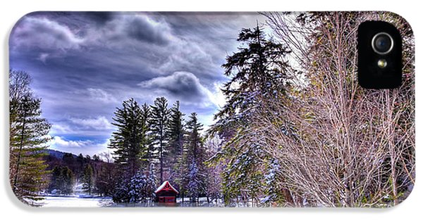 IPhone 5s Case featuring the photograph The Beaver Brook Boathouse by David Patterson