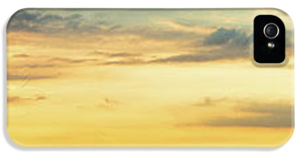 IPhone 5s Case featuring the photograph Abundance Of Atmosphere by Bill Pevlor